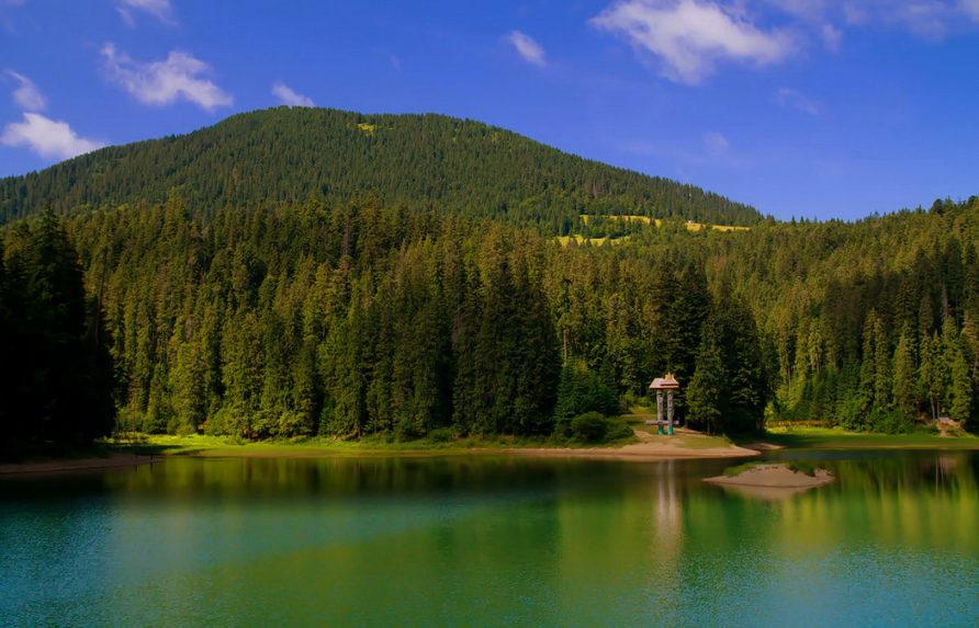 Экскурсия в туристическую точку Украинских Карпат, окутанного легендами озера Синевир